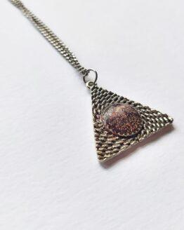 Collier triangle, coeur de résine, collier rose, collier paillettes, collier witchy, collier sorcellerie, collier sorcière, géométrique