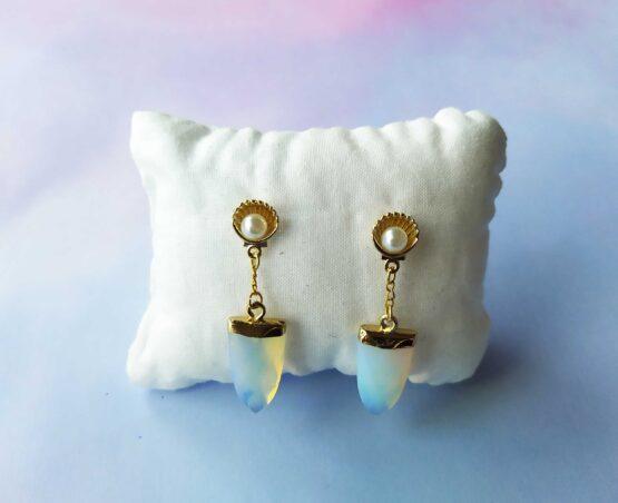 Boucles d'oreilles coquillages et opale, bijou sirène, bijou marin, boucles d'oreilles marin, bijou coquillage, bijou été, boucles d'oreilles dorées