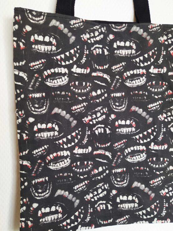 Tote bag vampire, sac vampire, sac gothique, tote bag gothique, sac rock, sac dracula, croc, dent