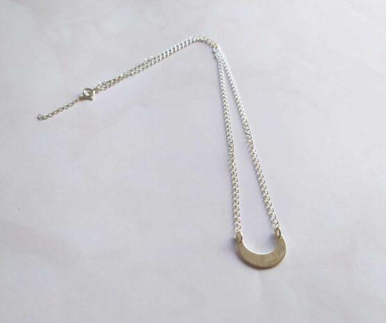 collier witchy avec une lune minimaliste en argent