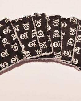 Lingettes démaquillantes lavables têtes de mort blanches sur fond noir