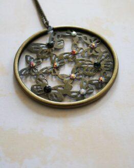 Collier rétro pendentif papillons et strass, pour un look rétro et poétique